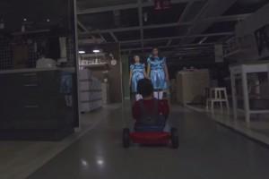 """IKEA зняла рекламу до Хеловіну в стилі """"Сяйва"""" Кубрика"""