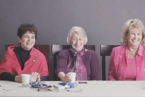 Експеримент: трьом бабусям дали покурити траву вперше в житті