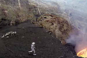 National Geographic пожертвував дронами, аби зняти відео з жерла вулкану