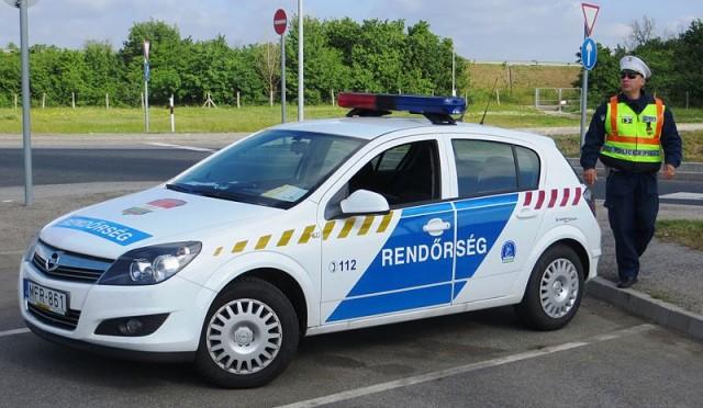 800px-Hungary_police_car_08