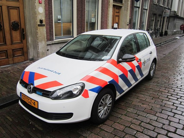 800px-Zuid_Holland_Zuid_police_car_VW_Golf_6