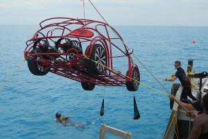 Volkswagen створив автомобіль-клітку для підводної їзди