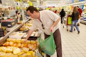 Французькі супермаркети передаватимуть непродані продукти на благодійність