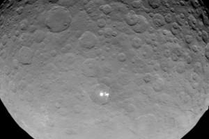 Супутник NASA зробив фото таємничих вогнів на планеті Церера