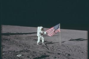 NASA оприлюднила тисячі фотознімків Місяця з програми Apollo