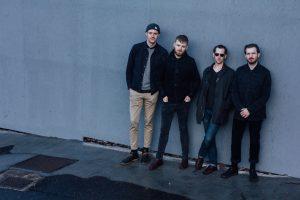 Нова британська музика: в Київ їдуть Holy Esque, учасники Glastonbury