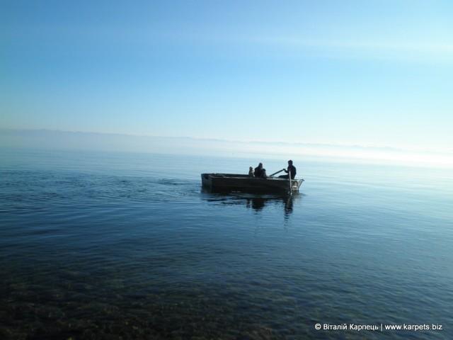 Прогулянка на човні по Байкалу