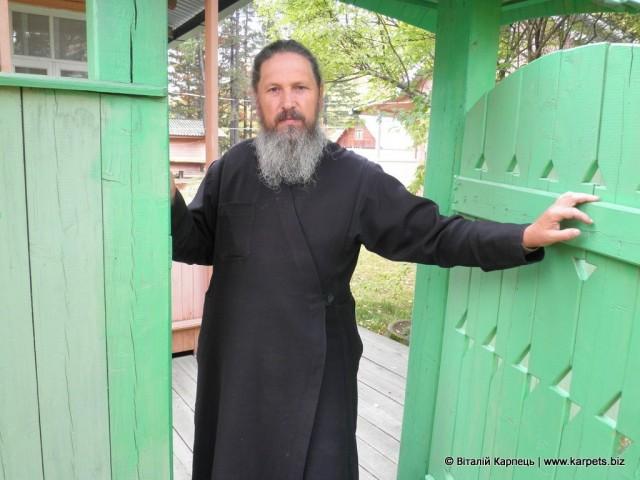 Отець Каленик гостинно прийняв мандрівника у себе вдома