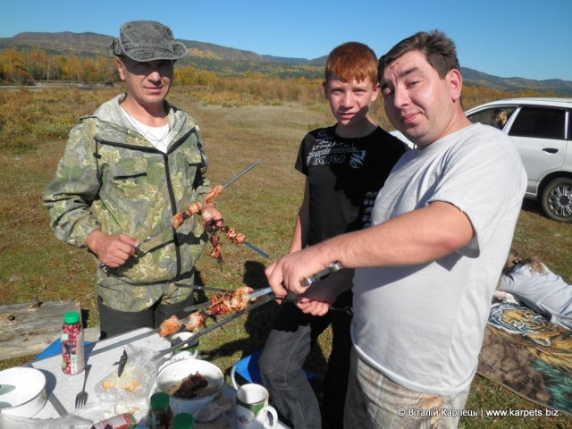 Тут народ також любить побалувати себе свіжим шашличком на природі