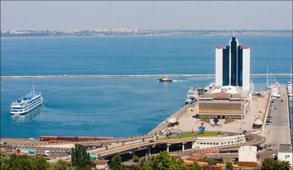 Вид на море та готель Одеса
