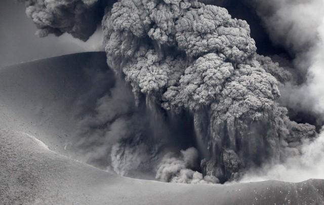 Виверження вулкану Шинмоедейк у Японії