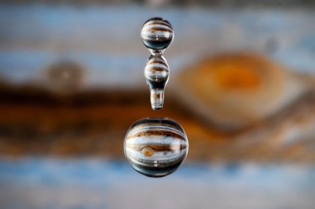 Мініатюрні планети у краплях води