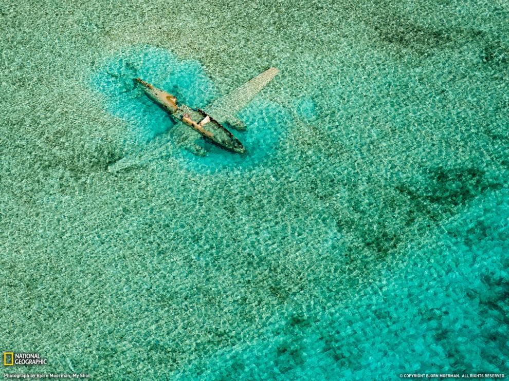 Затонувший літак біля Багамів (Bjorn Moerman, Your Shot)