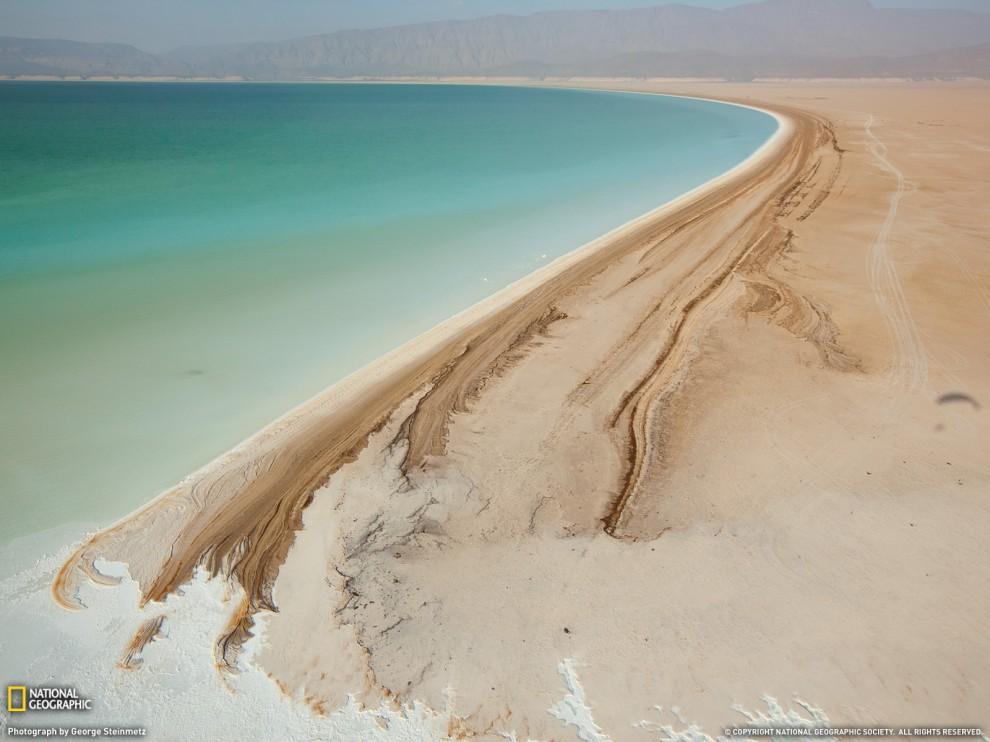 Озеро Ассал у Джибуті - одне з найсоленіших у світі (George Steinmetz, National Geographic)