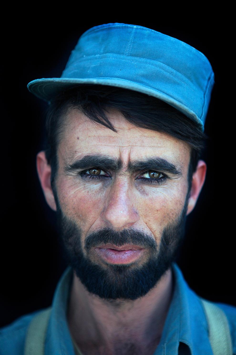 2 місце серед портретів: рекрутер поліцейського тренінгового центру в Афганістані. (Ton Koene)
