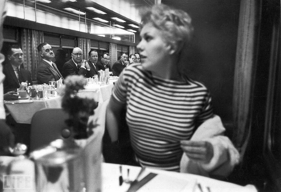 В центрі уваги, Leonard McCombe, 1956