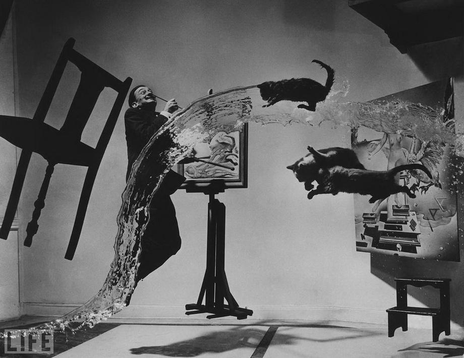 Сальвадор Далі. На це фото пішло 6 годин, та 28 кидків стільця, води і кішок, поки було знято цей кадр. Philippe Halsman, 1948
