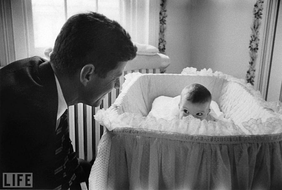 Джон Кеннеді та його донька Керолайн, Ed Clark, 1958