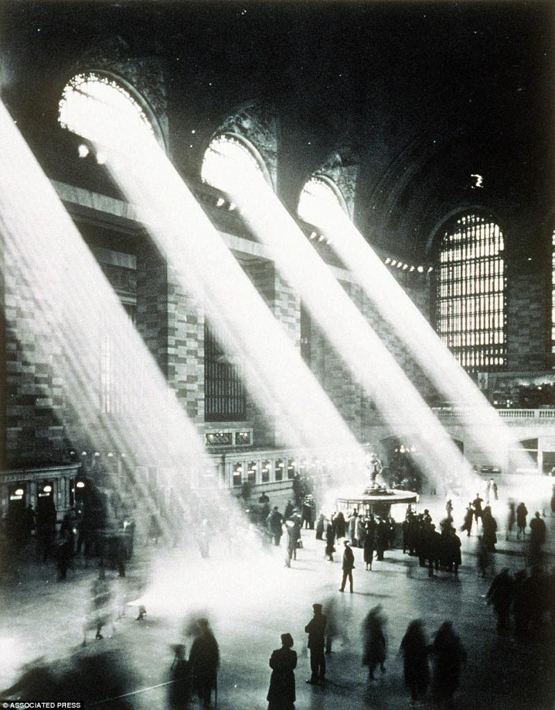 Залита сонцем велика зала вокзалу Grand Central
