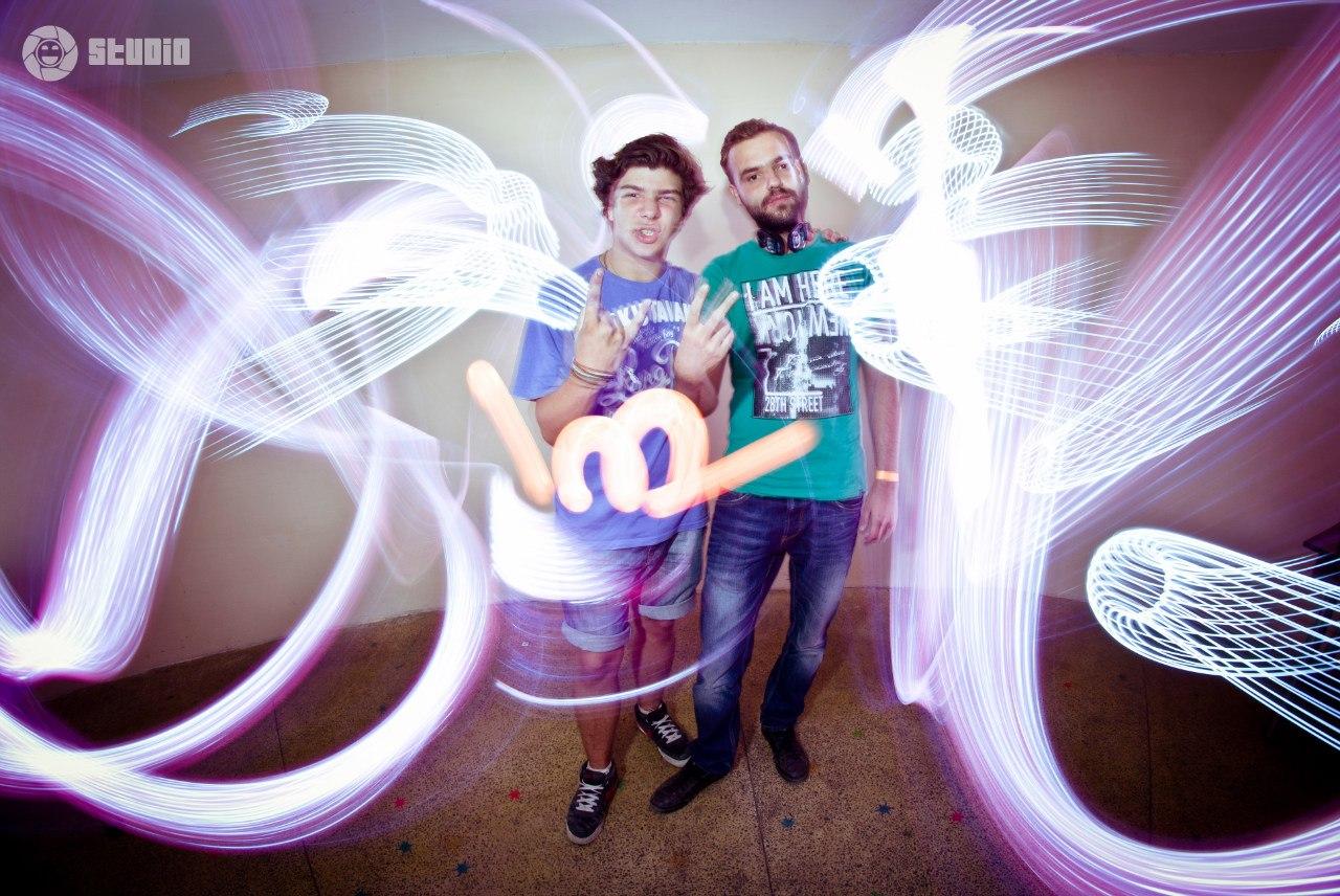Freeze-light: люди в оточенні світла