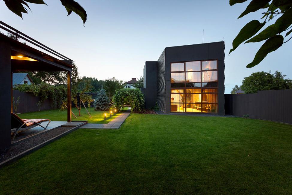 Заміський будинок під Києвом за $100 тисяч