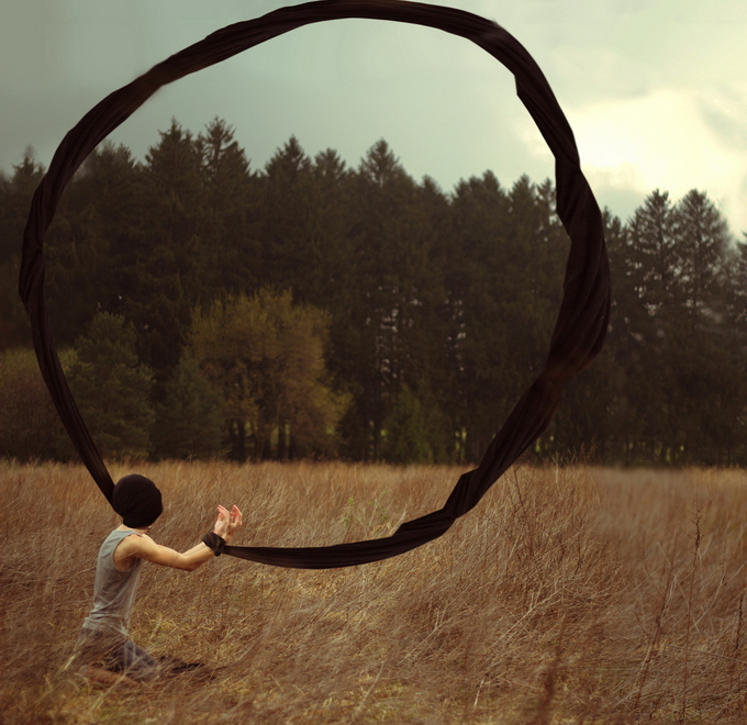 Кайл Томпсон: сюрреалістичні автопортрети