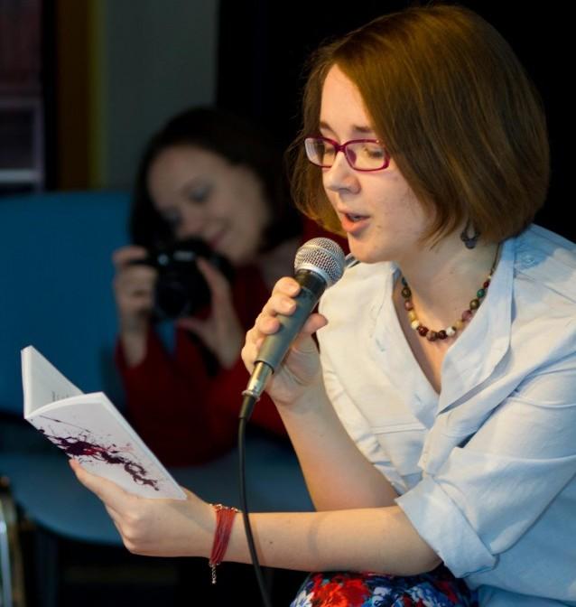 """Як видати книжку за кошти Twitter-спільноти: Ольга Перехрест та проект """"Збірка Оллі"""""""