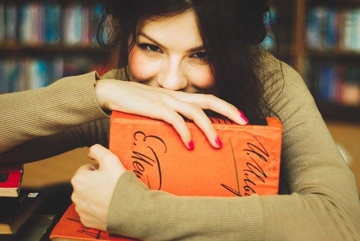 Дівчата з блогу The Devochki – про Ремарка, вино та сучасну літературу