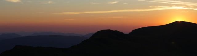 Сонце на вершині Гострого Верху