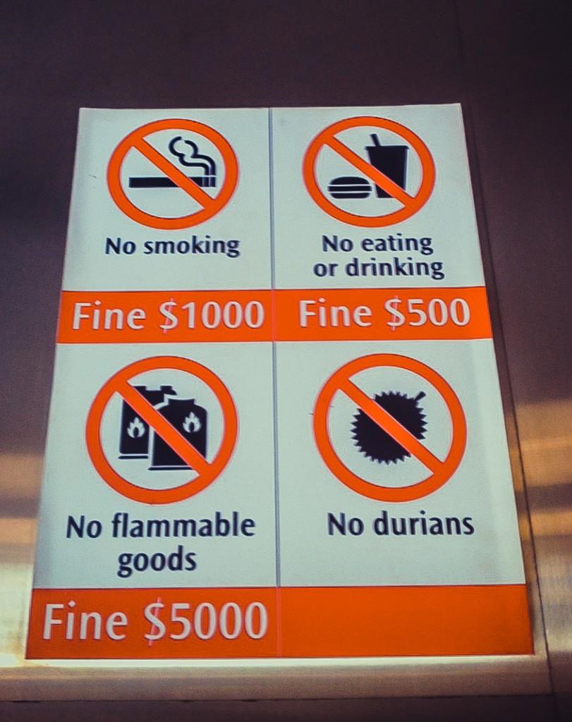 Перелік заборон у громадському транспорті