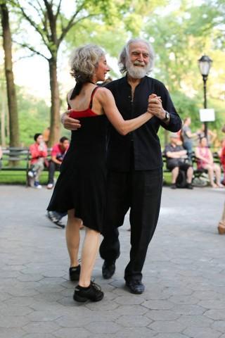 """""""Він не завжди танцює вальс. Але якщо вже танцює, то тільки публічно."""""""