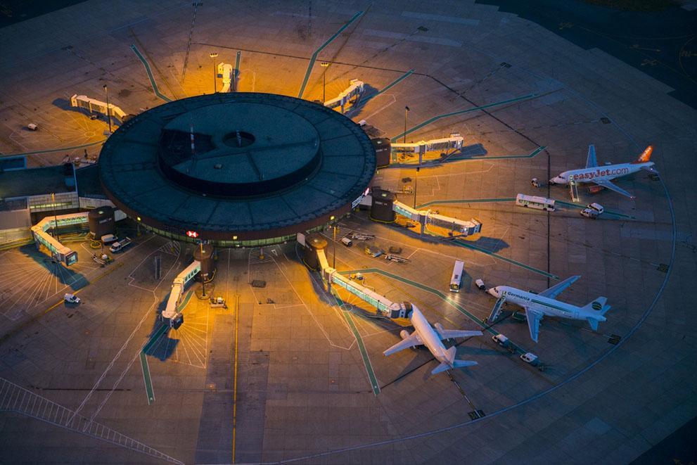 Вечір в аеропорту Лондон-Ґетвік