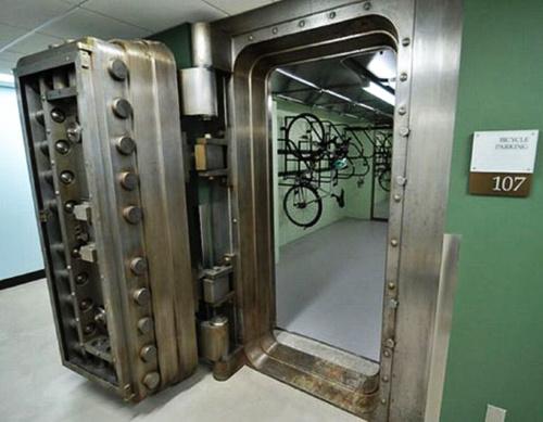 bike-parking-bank-vault_12921