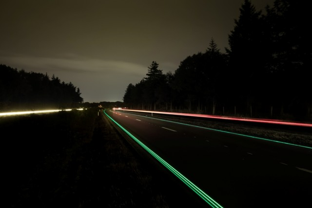 2 Glowing Lines Roosegaarde