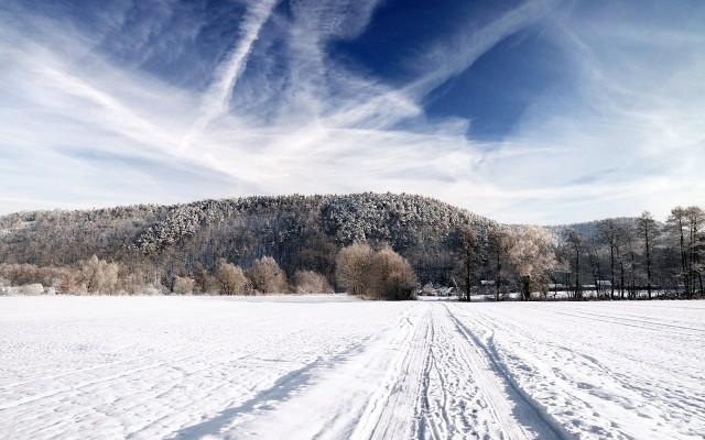 Winter_Landscape_by_hquer