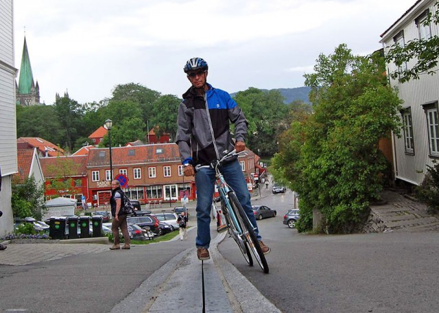 bicycle-escalator-cyclocable-trondheim-norway-3__880