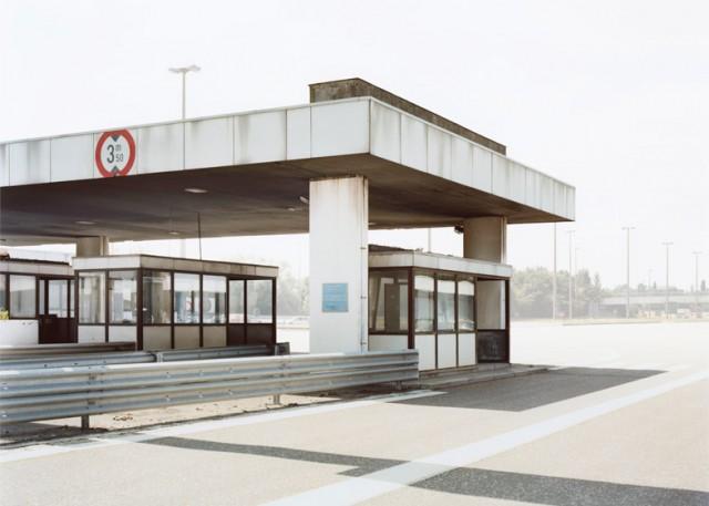 Ubergang-by-Josef-Schulz_dezeen_784_3