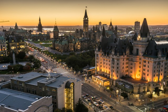 28108-1394726203-Panoramic-view-of-downtown-Ottawa-with-Parliament-Hill_016-credit-Ottawa-Tourism