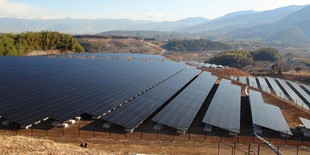 Mount_Komekura_Photovoltaic_power_plant_Jan2012