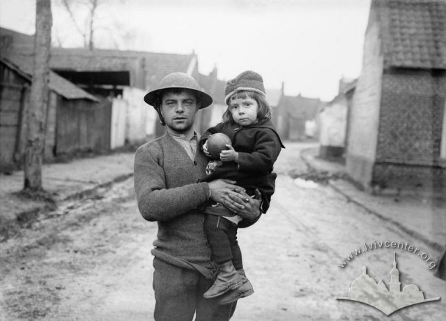 A little girl rescued from Masnieres with a British soldier at Gouzeaucourt, 22 November 1917_Imperial War Museum